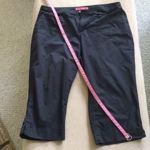 2 FOR $20 CLEARANCE SO Juniors Belted Capri Pants